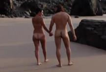 fotos da cena Casal safado aproveita a praia deserta pra foder bastante. A moreninha adorou ficar com as pernas abertas na areia e levou muita socada na buceta. 1