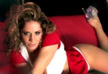 fotos da cena A peitudona Ana Monte-Real chega toda sensual e se diverte com uma pica de mentira. Mete na buceta e passa entre os peitões bem gostosos.  1