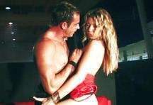 fotos da cena A loira Kristy Lust faz um strip bem sensual e deixa os rapazes loucos de tesão. Depois leva muita socada na buceta do ator Samuel Soler. 2